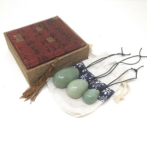 Set of 3 Drilled Yoni Eggs Green Jade Stone Egg for Kegel Exercise Pelvic Floor Muscles Vaginal Exercise Ben Wa Ball Health Care For Women Beautiful Brocade Gift Box & Pouch