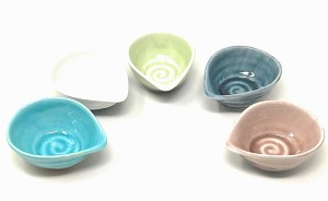 TJ Global Set of 5 Small Japanese Pottery Ceramic Tear Drop Shaped Sauce Dishes for Dips, Salsa, Snacks, Side Dishes, Sauce, and Tea or Sake - 4 Fluid Ounce Capacity